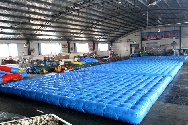 柳州超强高弹 充气网红桥 防护pvc气垫工厂