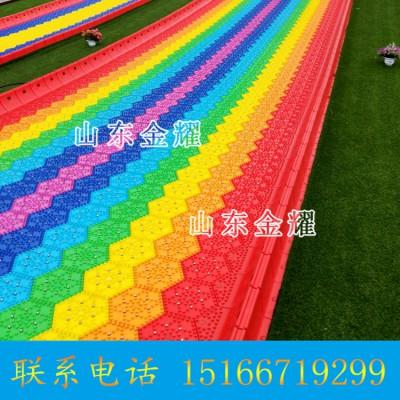 一道彩虹挂在天边 绚丽的彩虹滑道旱雪彩虹滑道游乐滑道