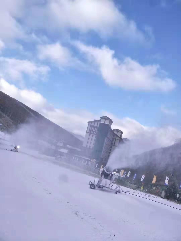 滑雪场电脑操作造雪设备 耐高温90米射程全自动造雪机厂家