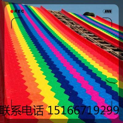 外观形似彩虹的彩虹旱雪滑道