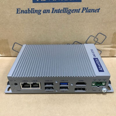 代理研华嵌入式无风扇工业电脑UNO-2372G